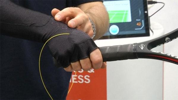 Anh phát triển vải cảm biến theo dõi cử động của cơ thể