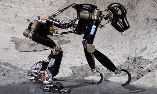 Thám hiểm mặt trăng bằng vượn máy