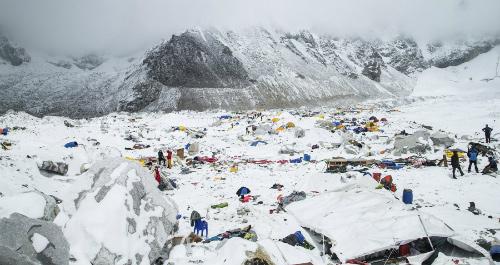 Tìm thấy 100 thi thể bị tuyết lở chôn vùi ở Nepal