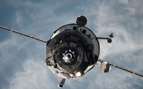 Tàu vũ trụ Nga bốc cháy khi lao xuống Trái Đất