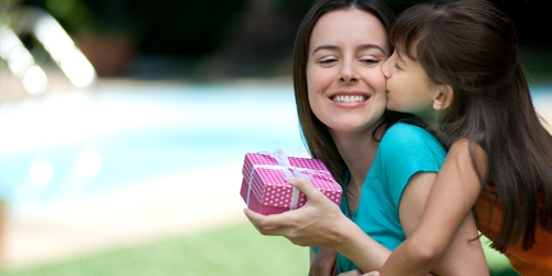Vào Ngày của Mẹ những người con sẽ biết ơn mẹ của mình bằng cách thể hiện tấm lòng của họ bằng những món quà.