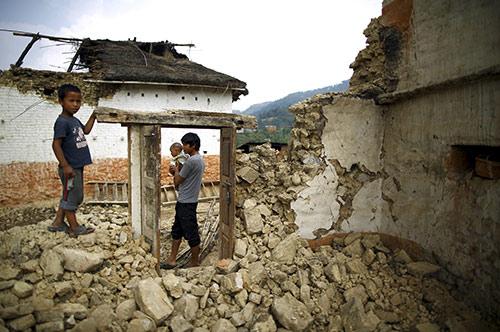 Bốn dư chấn động đất mới làm rung chuyển Nepal