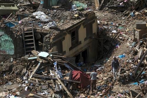 Động đất 7,3 độ Richter rung chuyển Nepal