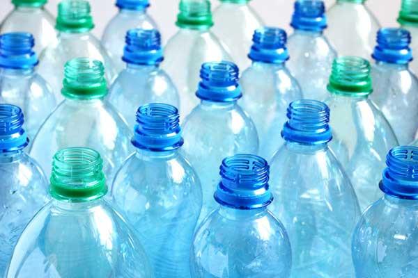 Hóa chất gây hại đến phụ nữ và thai nhi trong chai nhựa