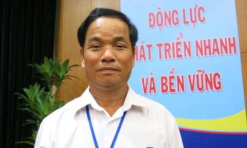 Nông dân Việt Nam tự chế máy cày đa  năng từ mảnh bom