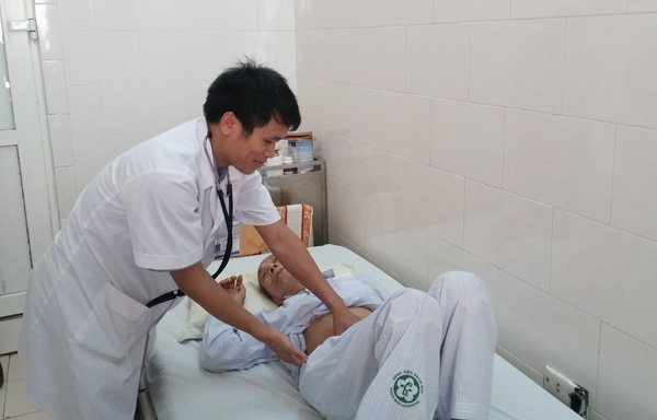 Lần đầu tiên cấy hạt phóng xạ điều trị ung thư thành công tại Việt Nam