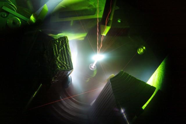 Tia laser 200 nghìn tỷ watt có thể tạo ra plasma nóng hơn Mặt Trời