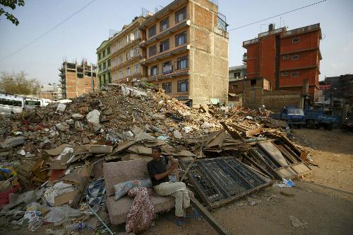 Nepal vẫn rung chuyển vì dư chấn, sau một tháng động đất