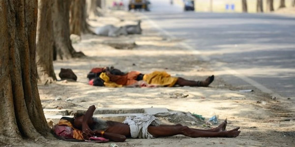 """Chùm ảnh nắng nóng """"thiêu đốt"""" Ấn Độ, hơn 600 người chết"""