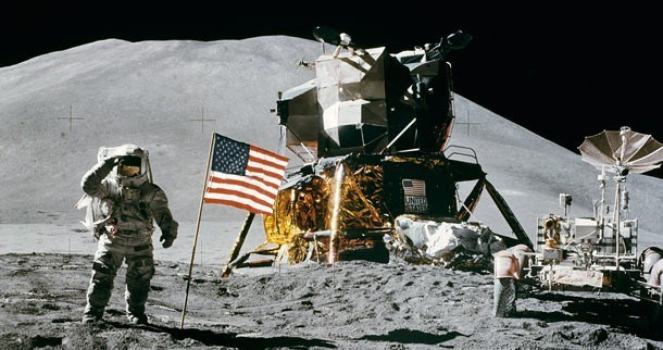 Năm 1865, Jules Verne đã tiên đoán chuẩn xác về việc tàu vũ trụ Apollo sẽ đặt chân lên Mặt Trăng và xuất phát từ Florida, Mỹ.
