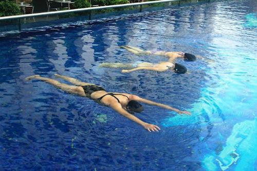 Tại sao bạn học mãi mà vẫn chưa biết bơi