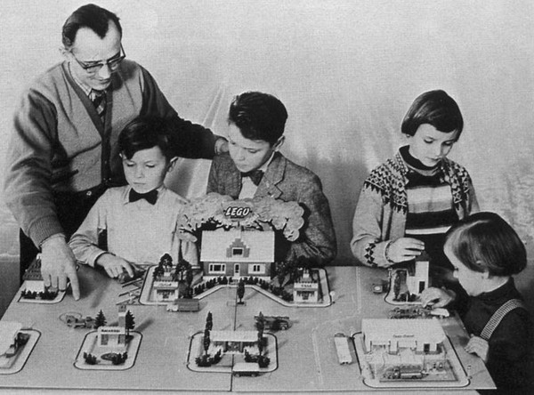 """Lịch sử những món đồ chơi """"chơi cả thế kỷ không chán"""""""