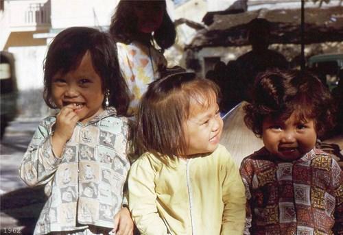 Chùm ảnh màu đặc sắc về trẻ em miền Nam, Trung trước 1975