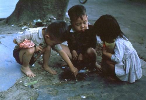 Chùm ảnh màu đăc sắc về trẻ em miền Nam, Trung trước 1975