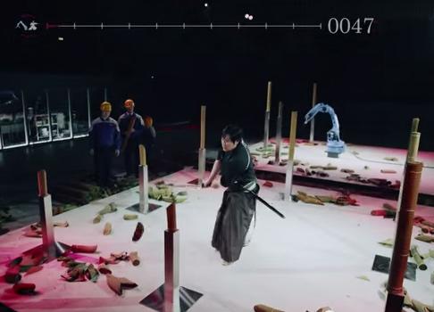 Video: Robot đấu kiếm cùng võ sĩ đạo Nhật Bản