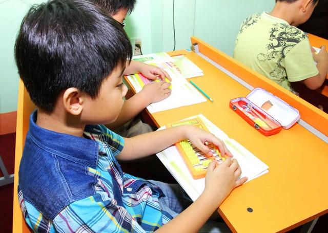 Tìm hiểu phương pháp tính nhẩm siêu tốc của học sinh lớp 5 khiến người lớn bó tay