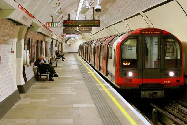 Quá trình xây dựng đường hầm tàu điện ngầm lớn nhất Châu Âu chỉ trong 6 phút