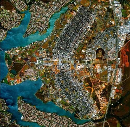 Hình ảnh đẹp lạ thường của trái đất nhìn từ không gian