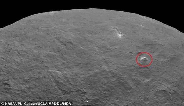 Phát hiện ngọn núi bí ẩn hình kim tự tháp trên hành tinh lùn Ceres