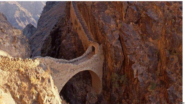 6 cây cầu đẹp và kỳ lạ trên thế giới