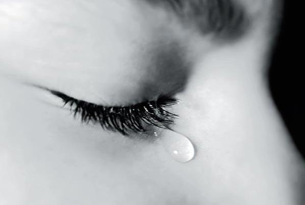 Nguyên nhân khóc quyết định thành phần của nước mắt