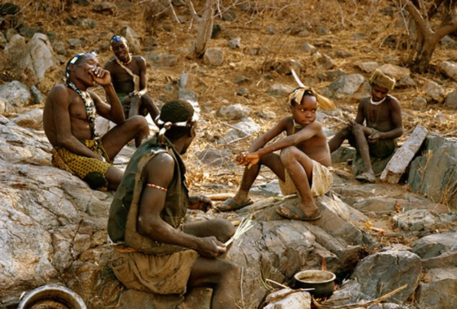 Bộ tộc kỳ lạ từ chối văn minh, sống như 1 vạn năm trước