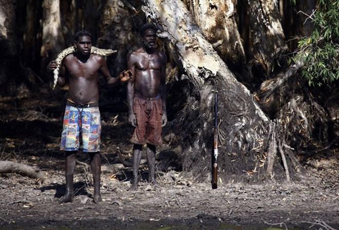 Bộ tộc 60 ngàn năm săn lùng cá sấu trong rừng thẳm