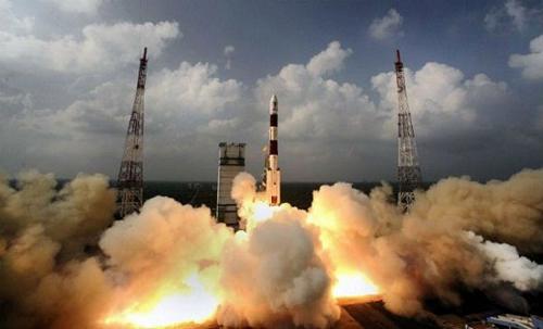 Ấn Độ phóng thành công 5 vệ tinh của Anh lên quỹ đạo Trái Đất