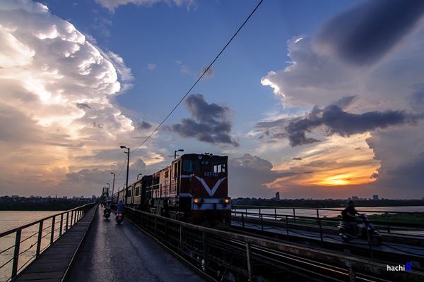Dấu thời gian trên cầu Long Biên