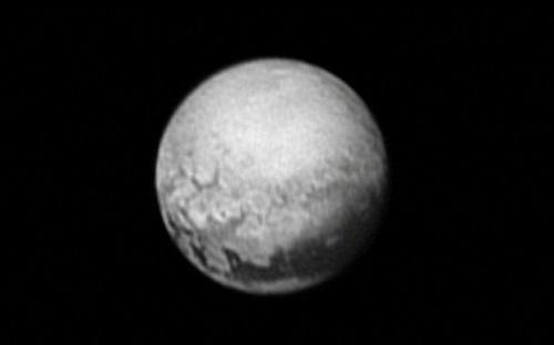 Hành trình khám phá sao Diêm Vương
