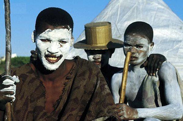 Cạo đầu, cắt bao quy đầu, Nam Phi