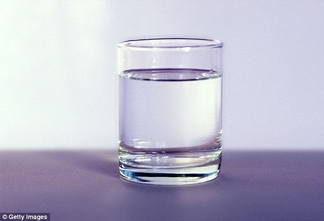 """Nước lọc để lâu có thể bị """"thiu"""""""
