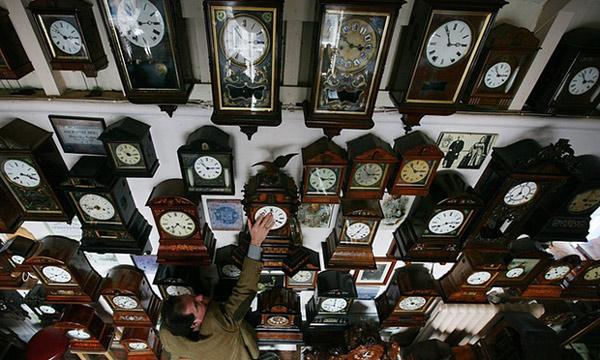 Lý giải nguyên nhân con lắc đồng hồ lắc cùng nhịp nhau