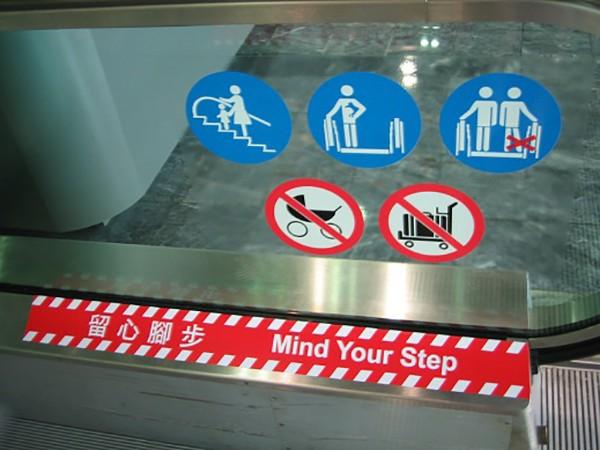 Cách đi thang cuốn an toàn