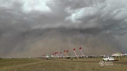 Bão cát cao 100 mét ở Nội Mông