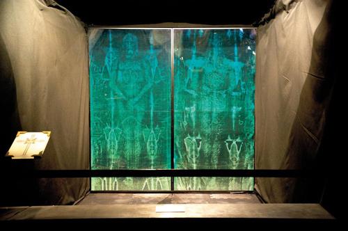 """Tranh cãi quanh """"ảnh Chúa Jesus"""" trên tấm vải liệm thành Turin"""