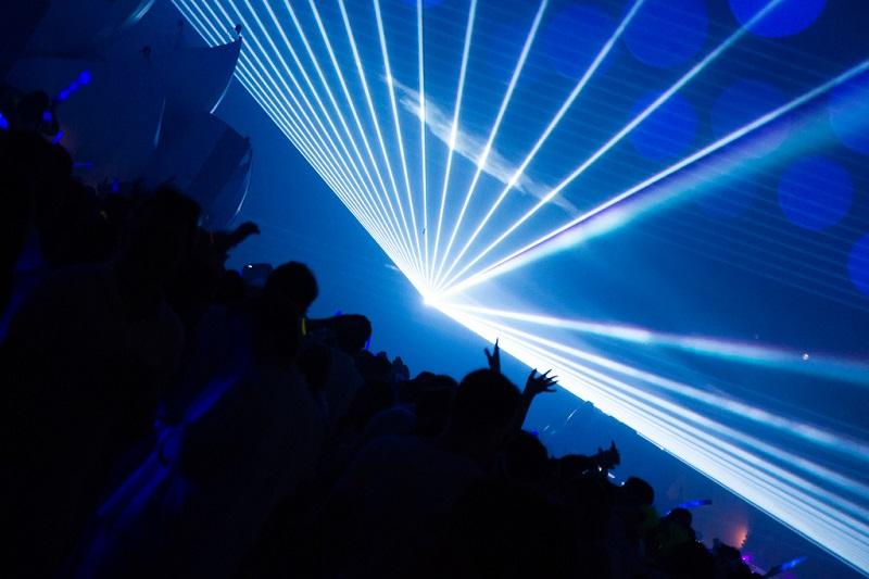 Chế tạo thành công tia laser trắng, sẽ thay thế đèn LED và sóng WiFi