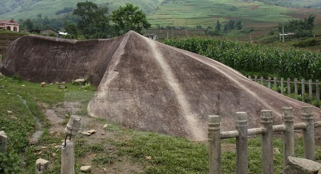 Phát hiện bãi đá cổ có niên đại khoảng 300-400 năm ở Mù Cang Chải