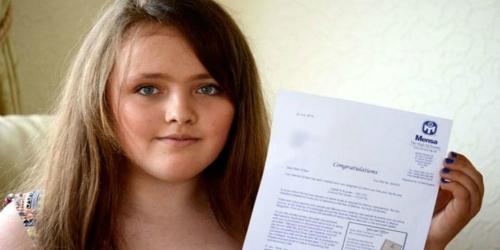 Cô bé có IQ cao hơn Einstein và Stephen Hawking