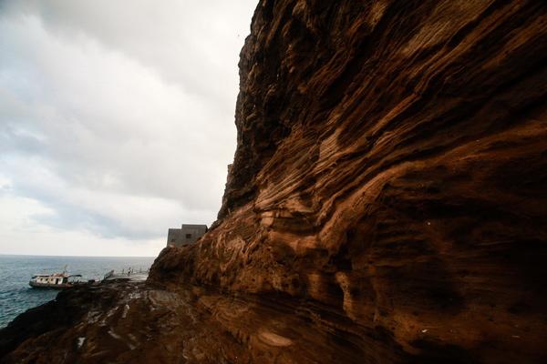 Đảo đá khổng lồ độc nhất vô nhị trên Biển Đông