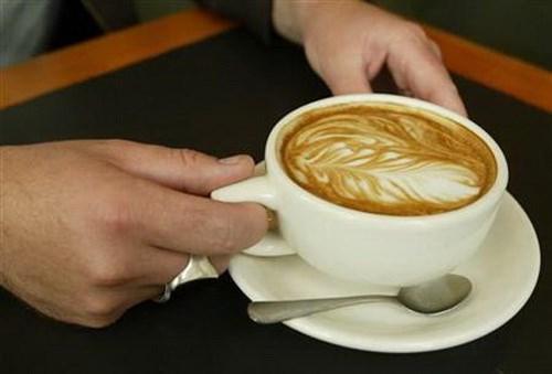 Phát hiện mới về phản ứng của đường, nước và cà phê