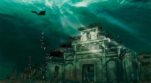 Thành phố cổ nguyên vẹn dưới đáy hồ đẹp đến khó tin