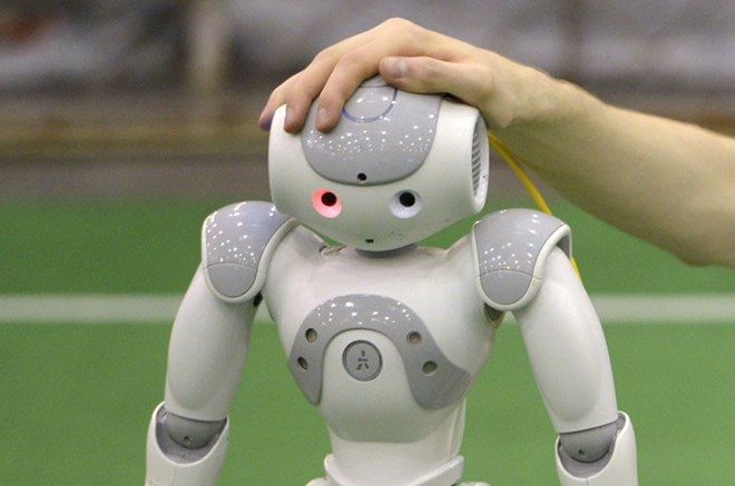 """Trong tương lai con người sẽ """"quan hệ"""" với cả robot?"""