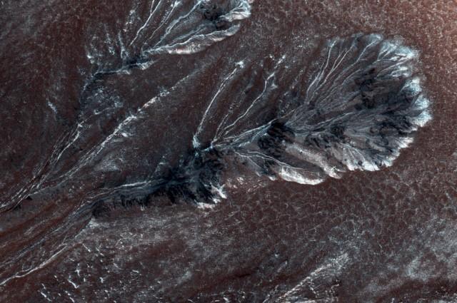 NASA phát hiện thung lũng băng giá trên hành tinh đỏ