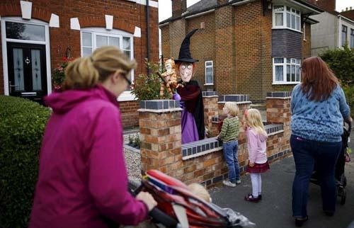Lễ hội bù nhìn độc đáo ở Anh