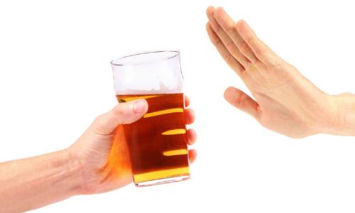 Lý giải nguyên nhân không nên pha rượu với nước tăng lực