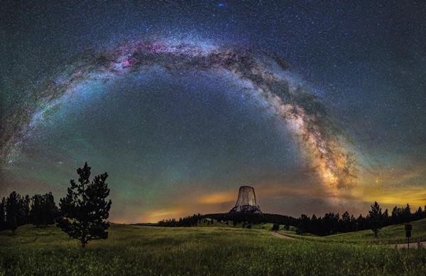 Cầu vồng được tạo thành từ 1000 tỷ ngôi sao của Dải Ngân Hà
