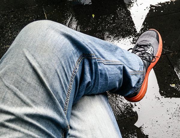 Mối hại không ngờ của thói quen ngồi vắt chéo chân
