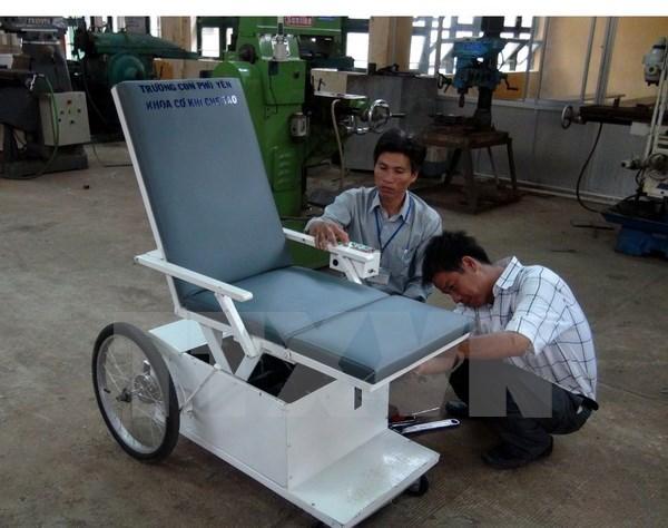 Xe lăn đa chức năng cho người khuyết tật