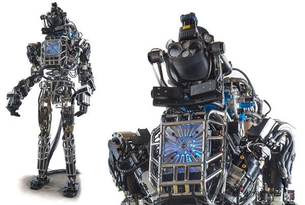 Robot Atlas đi bộ xuyên rừng